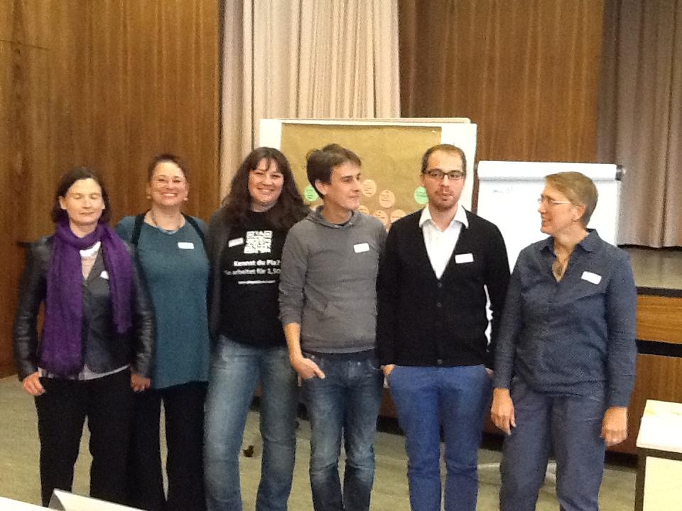Das Orga-Team v.l.n.r.: Ariane Heeper (DGPT), Ricarda Müller (DFT), Ariadne Sartorius (bvvp), Peter Freytag (VPP), Manuel Becker (PiA für gerechte Bedingungen!), Kerstin Sude (DPtV); fehlt: Katharina Simons (PiA für gerechte Bedingungen!)